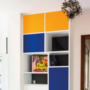 mobibam bibliothèque niches colorées esprit bauhaus